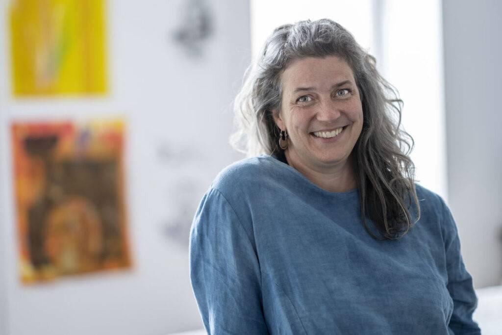 Headshot of Leslie Menagh of Madderhouse Studio